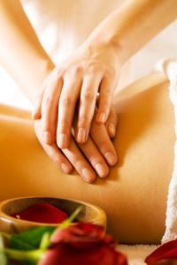 Frau bekommt eine Touchlife-Massage